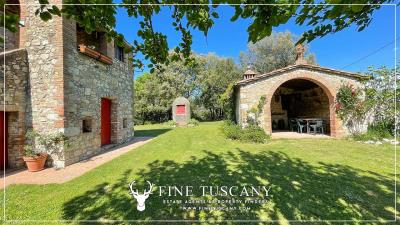 Stone-Farmhouse-with-land-for-sale-between-Siena-and-Grosseto-Tuscany-Italy-11