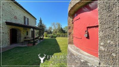 Stone-Farmhouse-with-land-for-sale-between-Siena-and-Grosseto-Tuscany-Italy-30