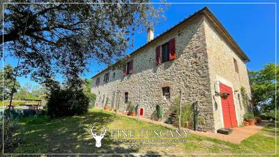 Stone-Farmhouse-with-land-for-sale-between-Siena-and-Grosseto-Tuscany-Italy-33