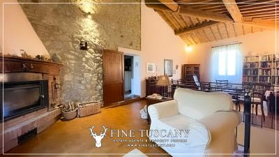 Stone-Farmhouse-with-land-for-sale-between-Siena-and-Grosseto-Tuscany-Italy-49