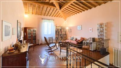 Stone-Farmhouse-with-land-for-sale-between-Siena-and-Grosseto-Tuscany-Italy-53