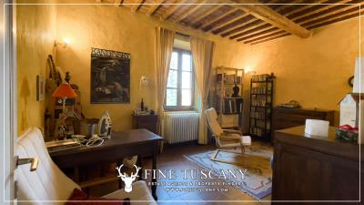 Stone-Farmhouse-with-land-for-sale-between-Siena-and-Grosseto-Tuscany-Italy-61