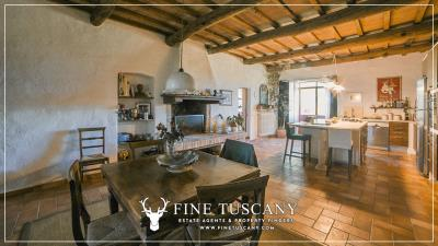 Stone-Farmhouse-with-land-for-sale-between-Siena-and-Grosseto-Tuscany-Italy-71