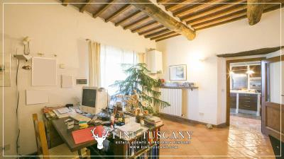 Stone-Farmhouse-with-land-for-sale-between-Siena-and-Grosseto-Tuscany-Italy-76