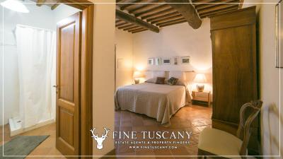 Stone-Farmhouse-with-land-for-sale-between-Siena-and-Grosseto-Tuscany-Italy-78