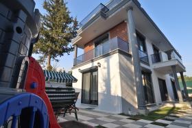 Image No.1-Villa de 4 chambres à vendre à Ciftlik