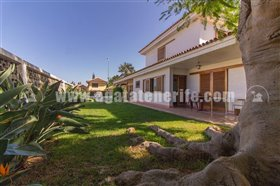 Image No.0-5 Bed Property for sale
