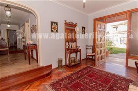 Image No.20-5 Bed Property for sale