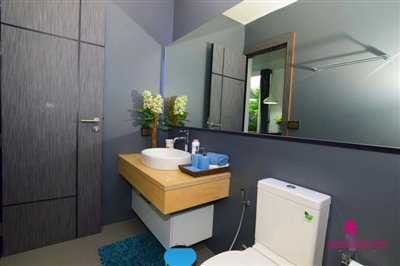 Samui-Grand-Park-Villas-For-Sale-Toilet