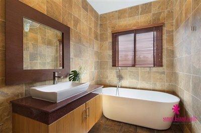 Bang-Rak-3-Bedroom-Villas-For-Sale-Bathtub
