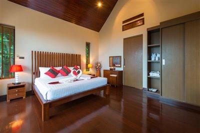 Chaweng-5-Bedroom-Villa-For-Sale-Koh-Samui-Bedroom-1