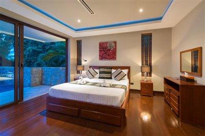 Chaweng-5-Bedroom-Villa-For-Sale-Koh-Samui-Bedroom-3