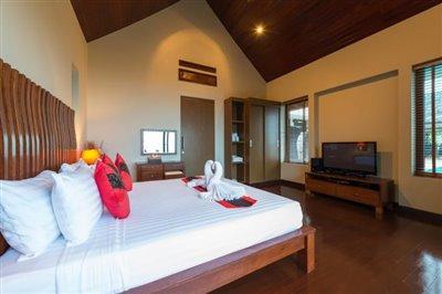 Chaweng-5-Bedroom-Villa-For-Sale-Koh-Samui-Bedroom-2