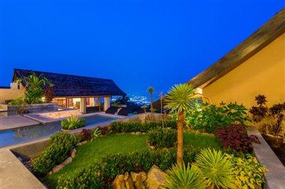 Chaweng-5-Bedroom-Villa-For-Sale-Koh-Samui-Flower-Bed