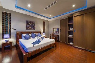 Chaweng-5-Bedroom-Villa-For-Sale-Koh-Samui-Bedroom-4