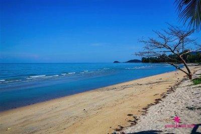 Lipa-noi-beachfront-villa-for-sale-samui-beach