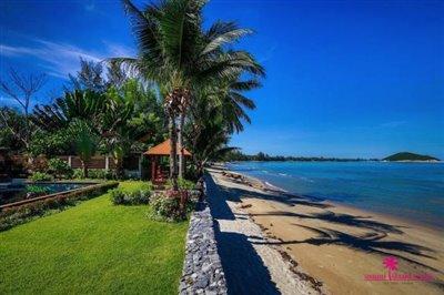 Lipa-noi-beachfront-villa-for-sale-samui-lawn