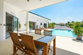 Image No.4-Villa de 4 chambres à vendre à Maenam