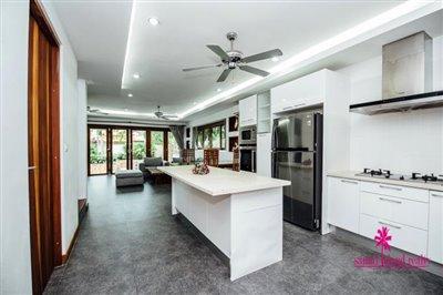 Chaweng-3-Bedroom-Pool-Villa-Samui-Breakfast-Bar