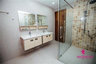 Chaweng-3-Bedroom-Pool-Villa-Samui-Shower