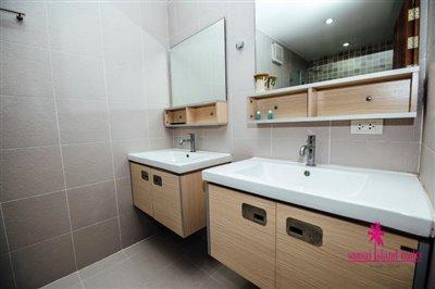 Chaweng-3-Bedroom-Pool-Villa-Samui-Toilet