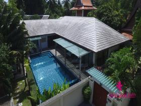 Maenam, Villa