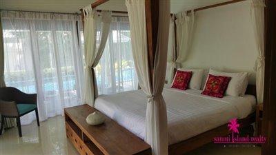 Baan-Tai-Pool-Villa-Samui-Four-Poster-Bed