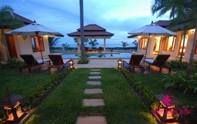 Baan-Tawan-Chai-Beachfront-Villa-Samui-Lawn