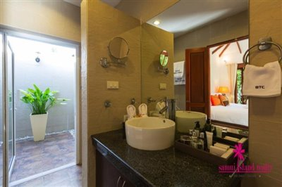 Baan-Tawan-Chai-Beachfront-Villa-Samui-Bathroom