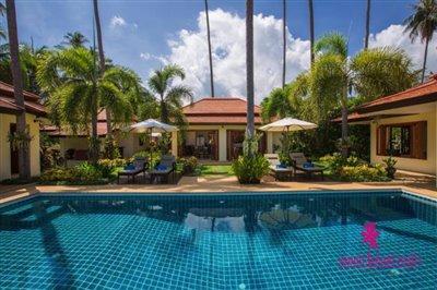 Baan-Tawan-Chai-Beachfront-Villa-Samui-Pool