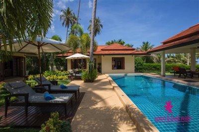 Baan-Tawan-Chai-Beachfront-Villa-Samui-Sun-Loungers