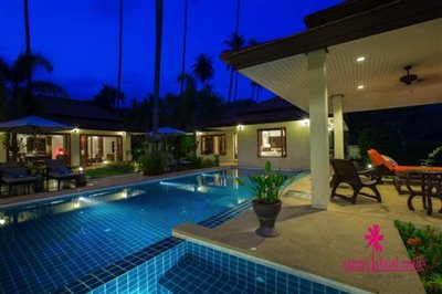Baan-Tawan-Chai-Beachfront-Villa-Samui-Pool-Night