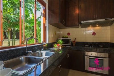 Baan-Tawan-Chai-Beachfront-Villa-Samui-Kitchen