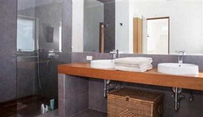 Contemporary-Luxury-Sea-View-Villa-Ko-Samui-Bathroom