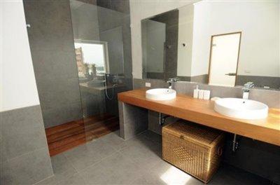 Contemporary-Luxury-Sea-View-Villa-Ko-Samui-Shower