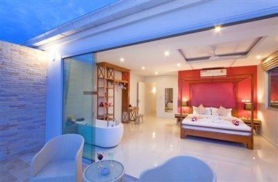 Contemporary-Luxury-Living-Ko-Samui-Spacious-Master