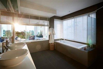 modern-luxury-living-ko-samui-bathroom