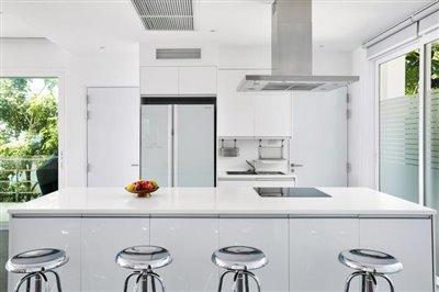 modern-luxury-living-ko-samui-kitchen