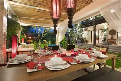 Beachside-Pool-Villa-For-Sale-Koh-Samui-Outdoor-Dining