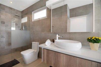 Unique-Pool-Villa-For-Sale-Ko-Samui-Bathroom-2