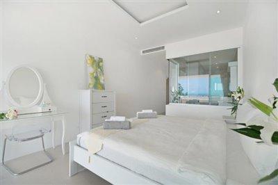Unique-Pool-Villa-For-Sale-Ko-Samui-Bedroom-2