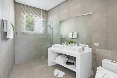 Base-Horizon-Villas-ko-Samui-Bathroom-Shower