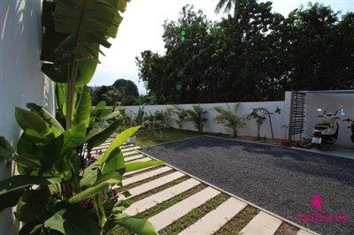 plai-laem-3-bedroom-pool-villa-for-sale-koh-samui-parking