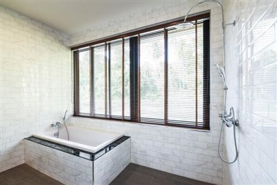 Ko-Samui-Property-For-Sale-Lamai-Shower