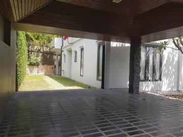 Plai-Laem-Sea-View-Pool-Villa-For-Sale-Parking