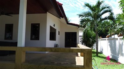 Private-Garden-Villa-For-Sale-In-Bangrak-Samui-Side-Terrace
