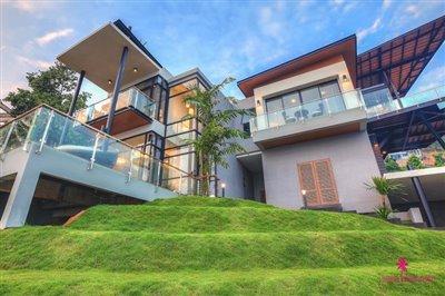 verano-villa-for-sale-koh-samui-lawn