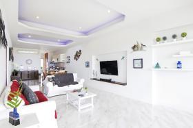 Image No.2-Condo de 2 chambres à vendre à Plai Laem
