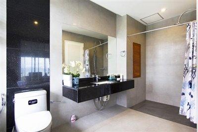 Freehold-Condo-Apartment-Ko-Samui-Shower