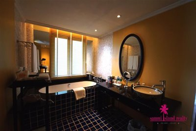 InterContinental-Villa-For-Sale-At-Koh-Samui-Bath-Tub